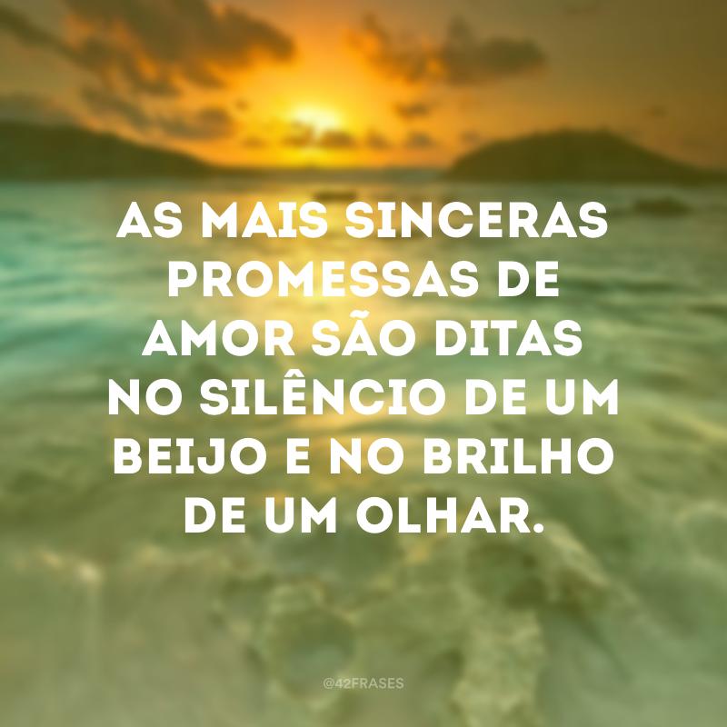 As mais sinceras promessas de amor são ditas no silêncio de um beijo e no brilho de um olhar.