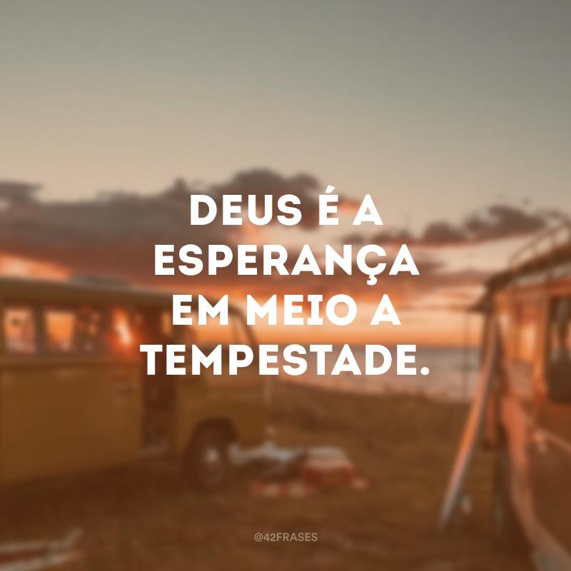 Deus é a esperança em meio a tempestade.