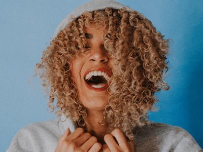 60 frases de felicidade curtas para alegrar o dia de alguém especial