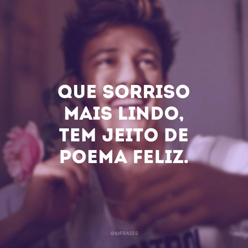 Que sorriso mais lindo, tem jeito de poema feliz.