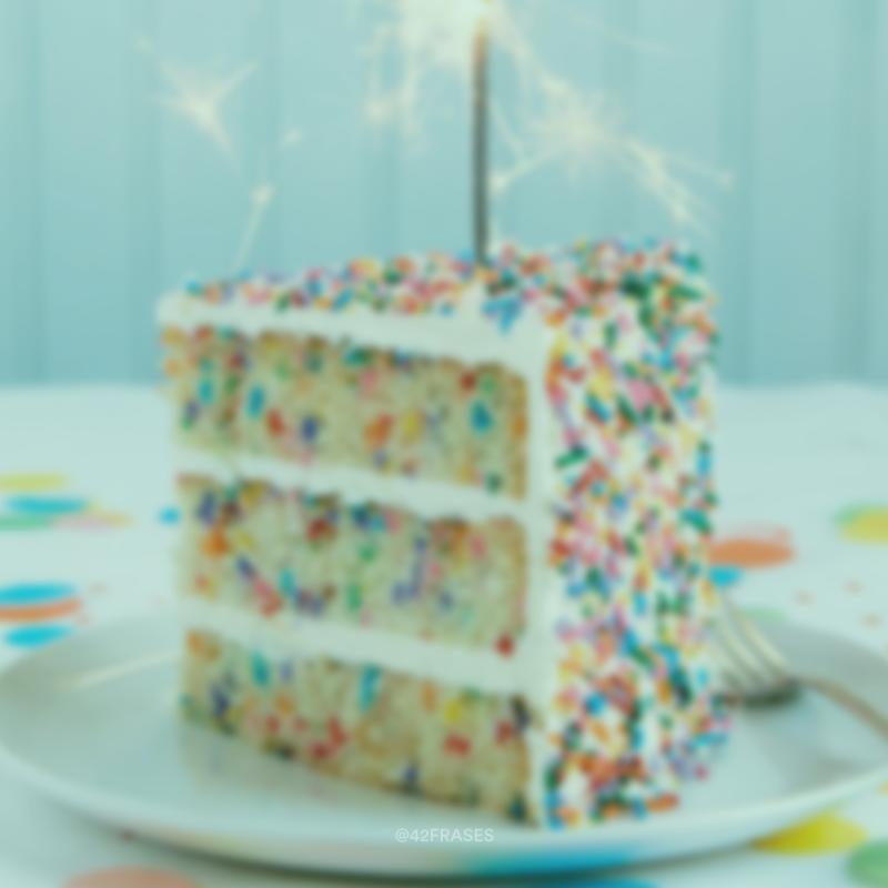 Você está convidado para uma comemoração especial. O aniversário do(a) ___. Guarde segredo e não se atrase, porque a festa é surpresa!