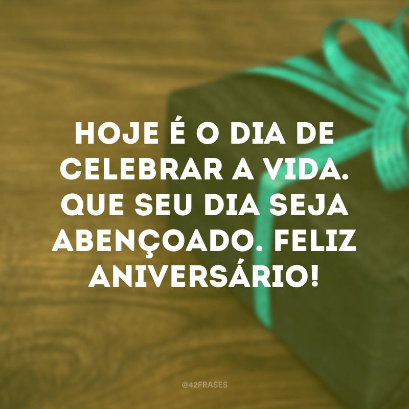 Hoje é o dia de celebrar a vida. Que seu dia seja abençoado. Feliz aniversário!