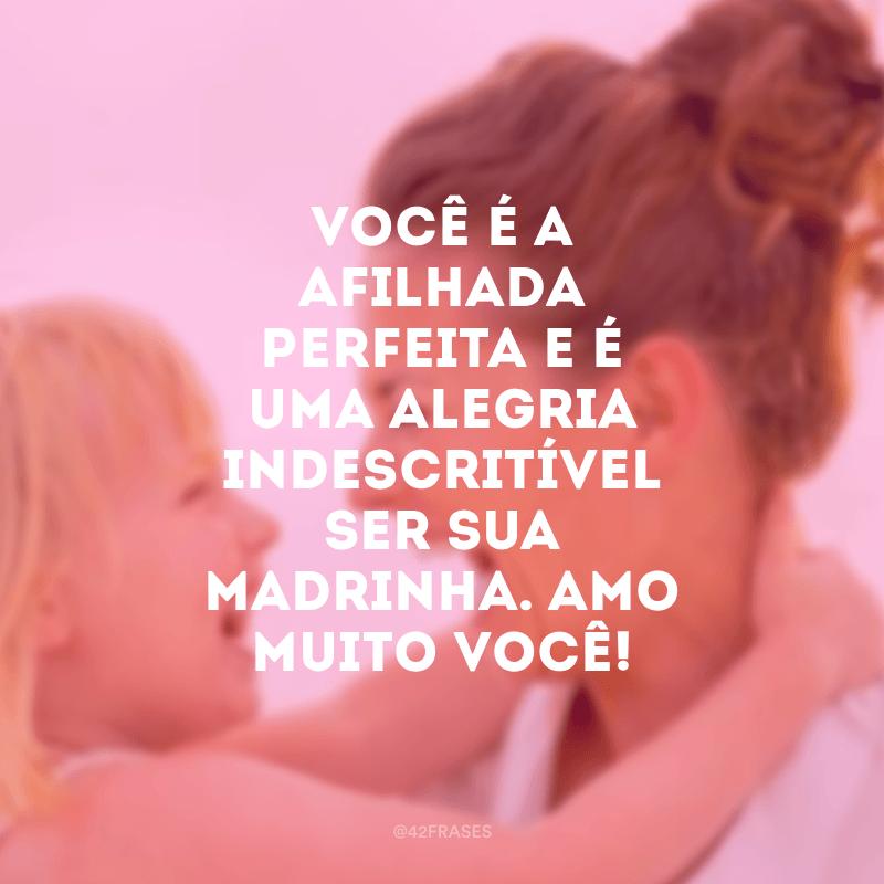 Você é a afilhada perfeita e é uma alegria indescritível ser sua madrinha. Amo muito você!