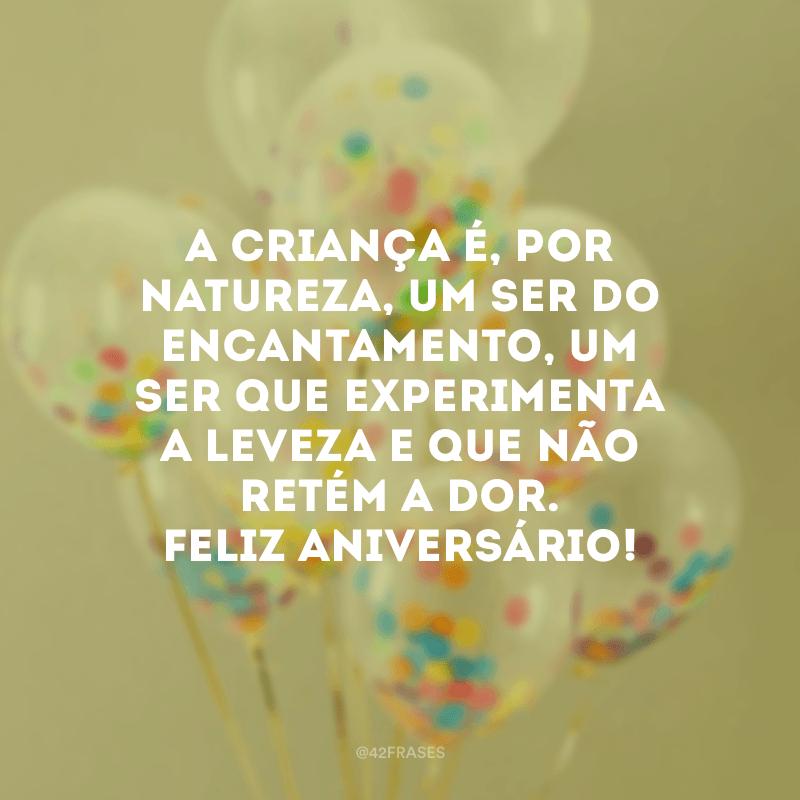 A criança é, por natureza, um ser do encantamento, um ser que experimenta a leveza e que não retém a dor. Feliz aniversário!