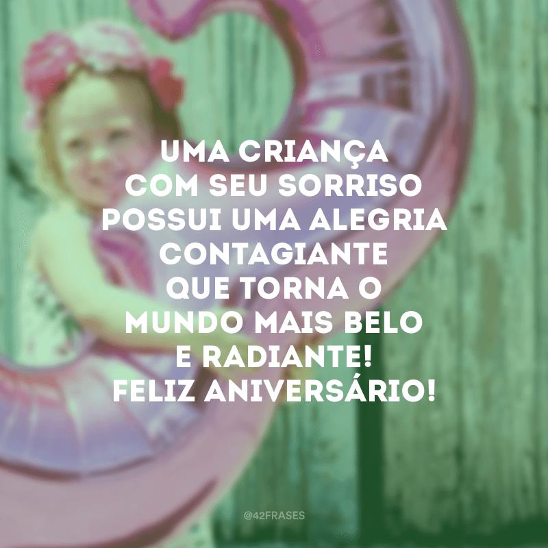 Uma criança com seu sorriso possui uma alegria contagiante que torna o mundo mais belo e radiante! Feliz aniversário!