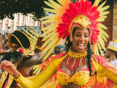 40 frases de carnaval engraçadas para você rir com os amigos