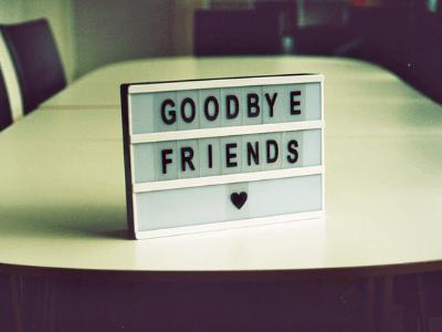 40 frases de despedida de amigos para mostrar o valor deles na sua vida