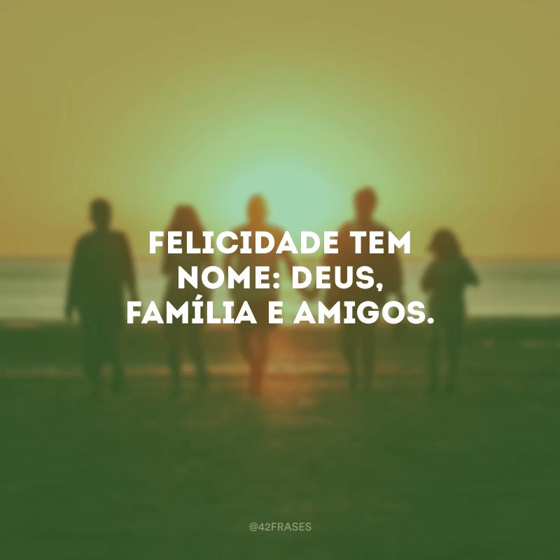 Felicidade tem nome: Deus, família e amigos.<br /></noscript> <br />