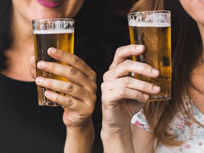 40 frases de cerveja para se deliciar e compartilhar com os amigos