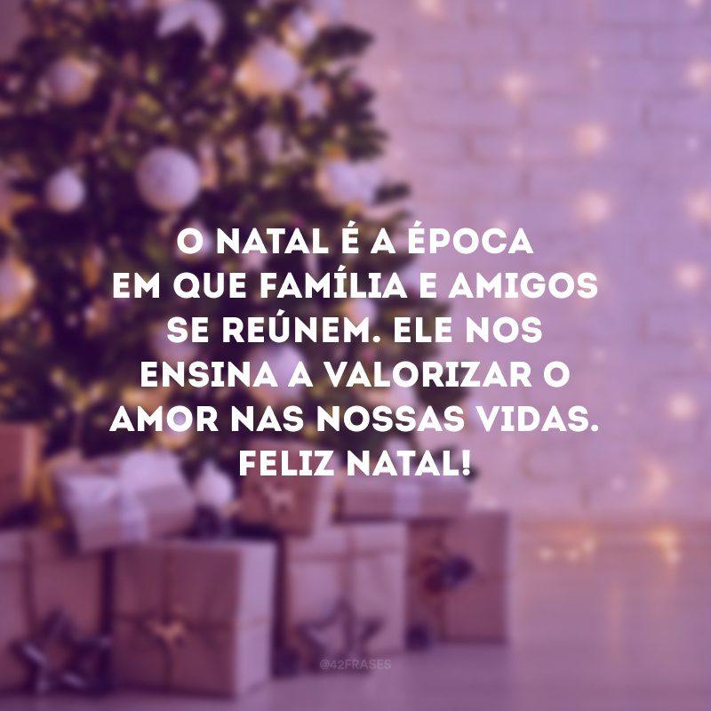 O Natal é a época em que família e amigos se reúnem. Ele nos ensina a valorizar o amor nas nossas vidas. Feliz Natal!