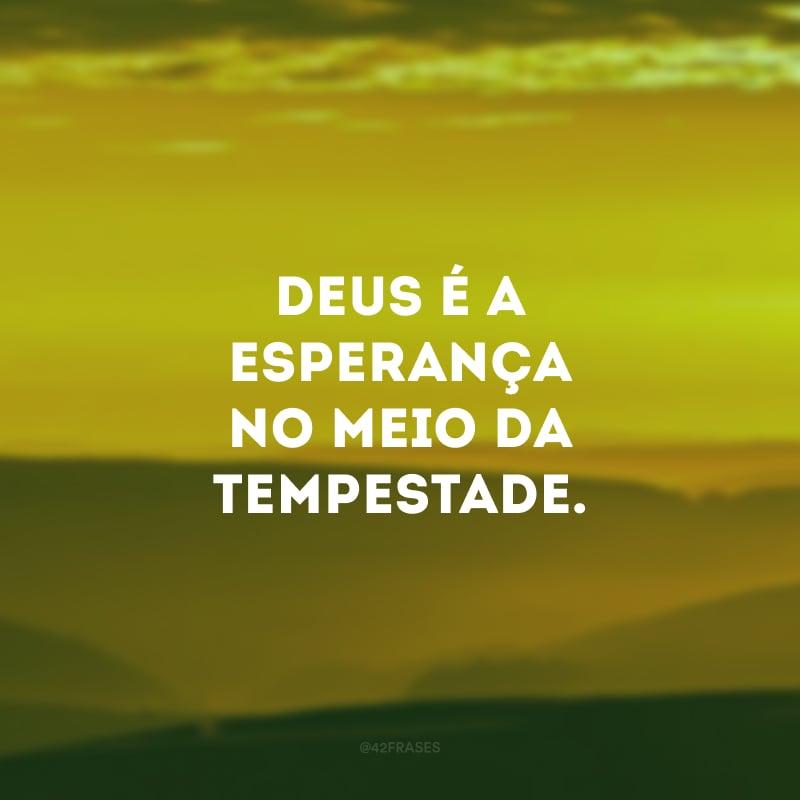Deus é a esperança no meio da tempestade.