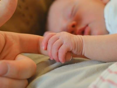40 frases da chegada do primeiro filho que celebram esse momento