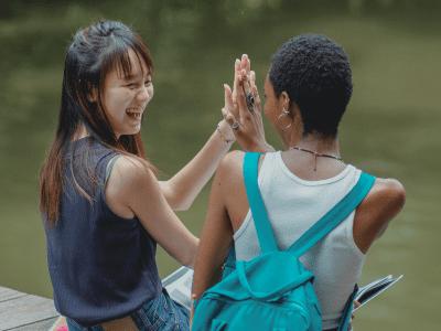 50 frases de motivação para amiga que mostram o quanto ela é forte